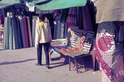 Textiles for sale, ny Zoma market: Antananarivo
