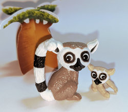 Lemur catta mother & baby with baobab: Kinder Surprise Egg: Natoons series