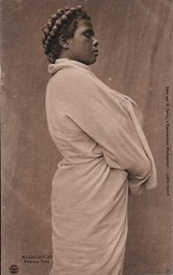 Madagascar. Femme Bara: Edit? par H. Cattin, ? Fianarantsoa (Madagascar) - Mod?le déposé