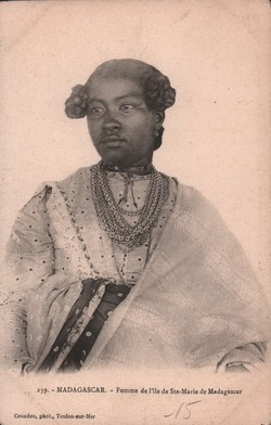 239. Madagascar: Femme de l'?le de Ste-Marie de Madagascar: Couadou, phot., Toulon-sur-Mer