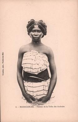 6. Madagascar. Femme de la Tribu des Andrabe: Couadou, phot., Toulon-sur-Mer