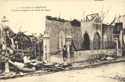 4: Le cyclone de Tamatave: Un pan de l'église et de l'école des Sœurs
