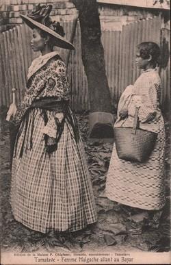 Tamatave - Femme Malgache allant au Bazar: Edition de la Maison P. Ghigiasso, librairie, ameublement - Tamatave