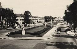 Avenue de l'Indépendance: Au fond la Gare