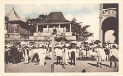 14. Tananarive - Une grande fête au Palais de la Reine - Les Tombeaux Royaux