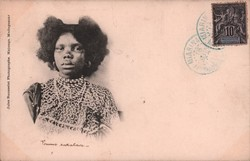 Femme Sakalava: Jules Rousselet Photographe, Majunga, Madagascar